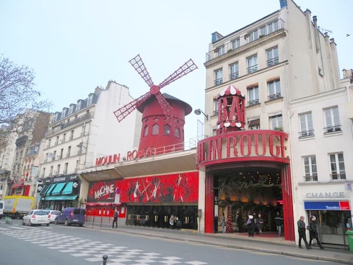 パリ旅行で行きたい定番スポット:ムーランルージュ