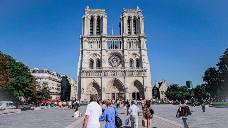 パリ旅行で行きたい定番スポット:ノートルダム寺院